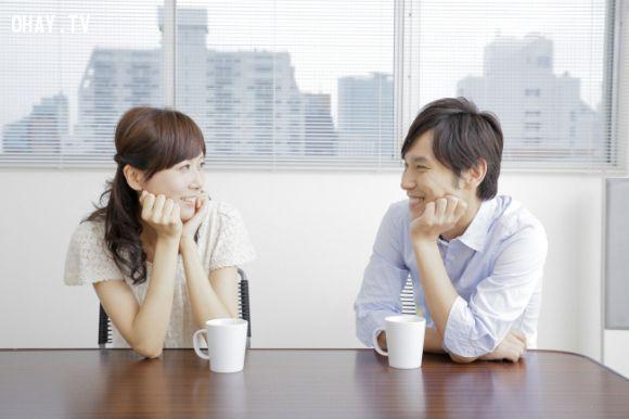 Cặp đôi uống cà phê