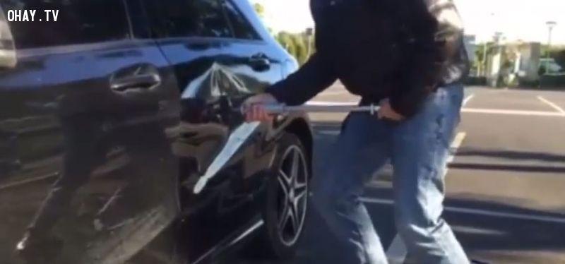 ảnh xe bị móp,móp bình xăng