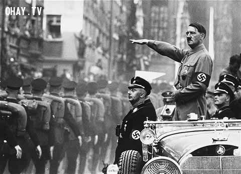 Hitler chào