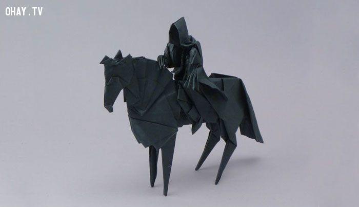 Kỵ sĩ đen cưỡi ngựa Origami