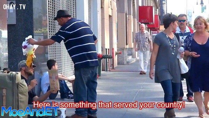 ảnh người vô gia cư,video cảm động,người ngèo,cựu chiến binh