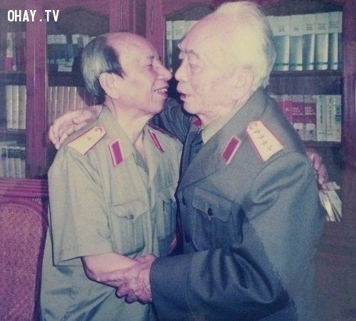 Thiếu tướng Vũ Ngọc Nhạ và Đại Tướng Võ Nguyên Giáp