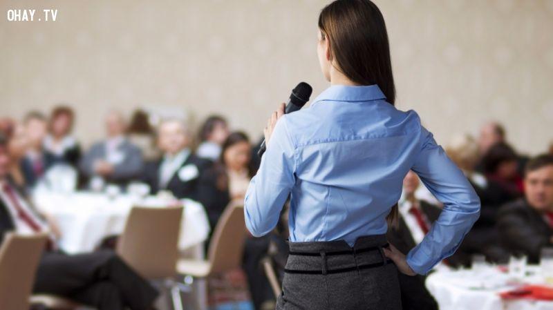 ảnh tự tin trước đám đông,kỹ năng nói chuyện,kỹ năng thuyết trình
