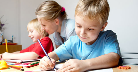 Vì sao người lớn không nên học ngoại ngữ theo cách của trẻ em