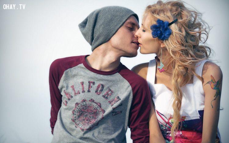 ảnh ôm hôn,biểu hiện tình cảm,thể hiện tình cảm,những cái ôm