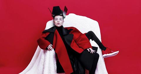 Sắc đỏ rực rỡ mùa giáng sinh của người mẫu lưỡng tính Kelbin