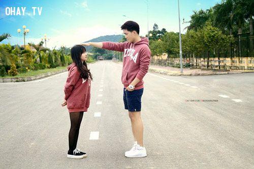 Sự chênh lệch chiều cao đáng yêu của cặp đôi