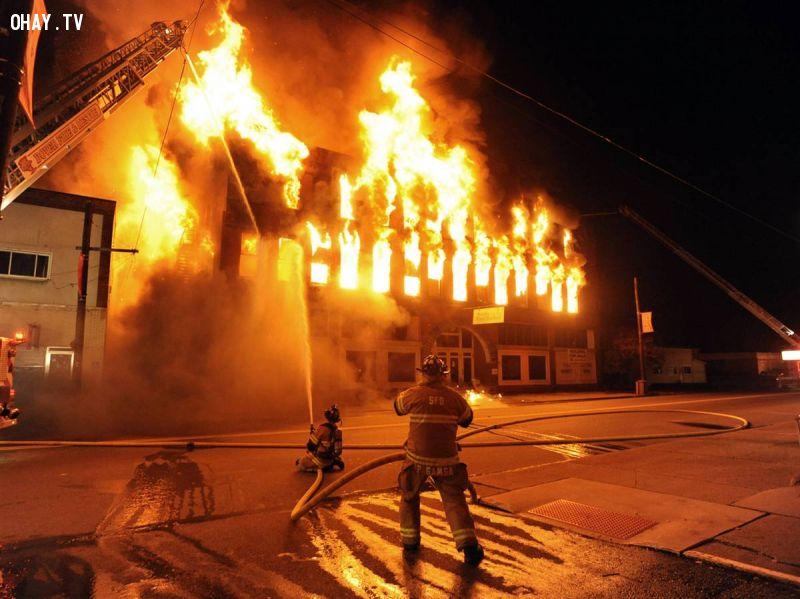 ảnh kỹ năng sinh tồn,kỹ năng thoát hiểm,cháy nhà,hỏa hoạn