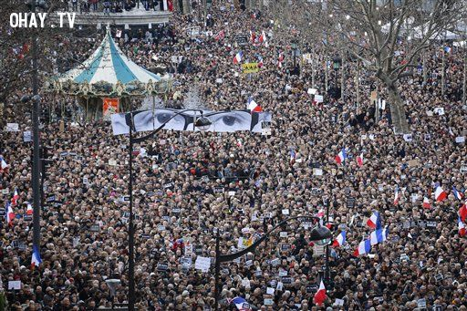 Biểu tình phản đối khủng bố tại Paris (Theo sify.com)