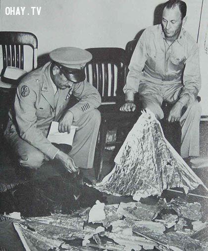 Mảnh vỡ được cho rằng của UFO tại Roswell