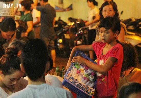 ảnh hàng nhái,trẻ em bán hàng nhái,lợi dụng trẻ em