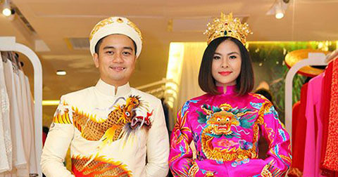 Hé lộ trang phục độc đáo của vợ chồng diễn viên Vân Trang trong ngày cưới.
