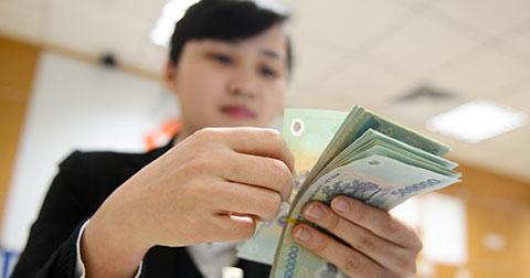 Nhân viên ngân hàng hay máy điếm tiền di động?!