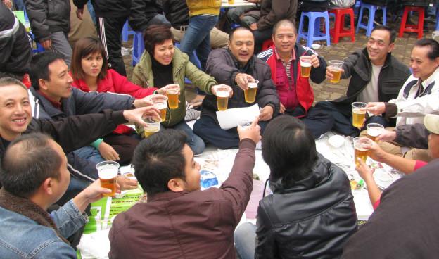 uống bia vỉa hè hà nội