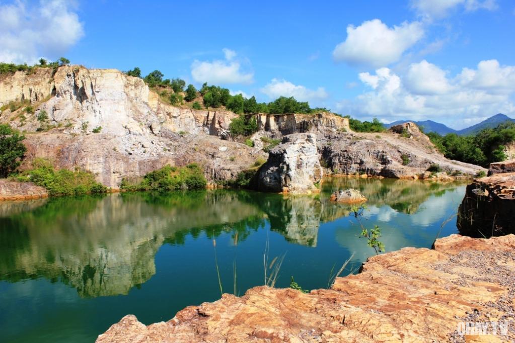 hồ trên  đồi Tà Pạ (thị trấn Tri Tôn)