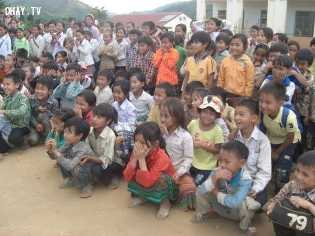 các em học sinh ở trường tiểu học Nguyễn Bá Ngọc