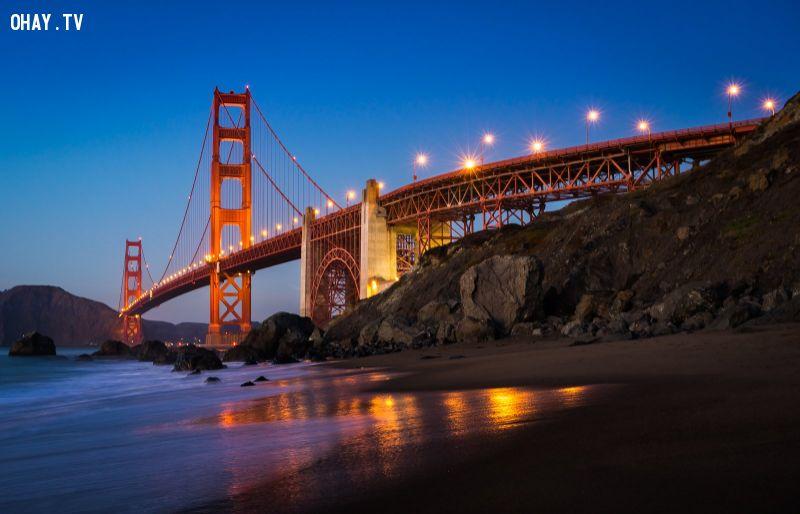 Cầu Cổng Vàng nổi tiếng với các vụ tự tử