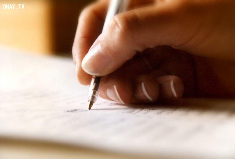 Những người thường xuyên viết lách có xu hướng tự tử nhiều hơn