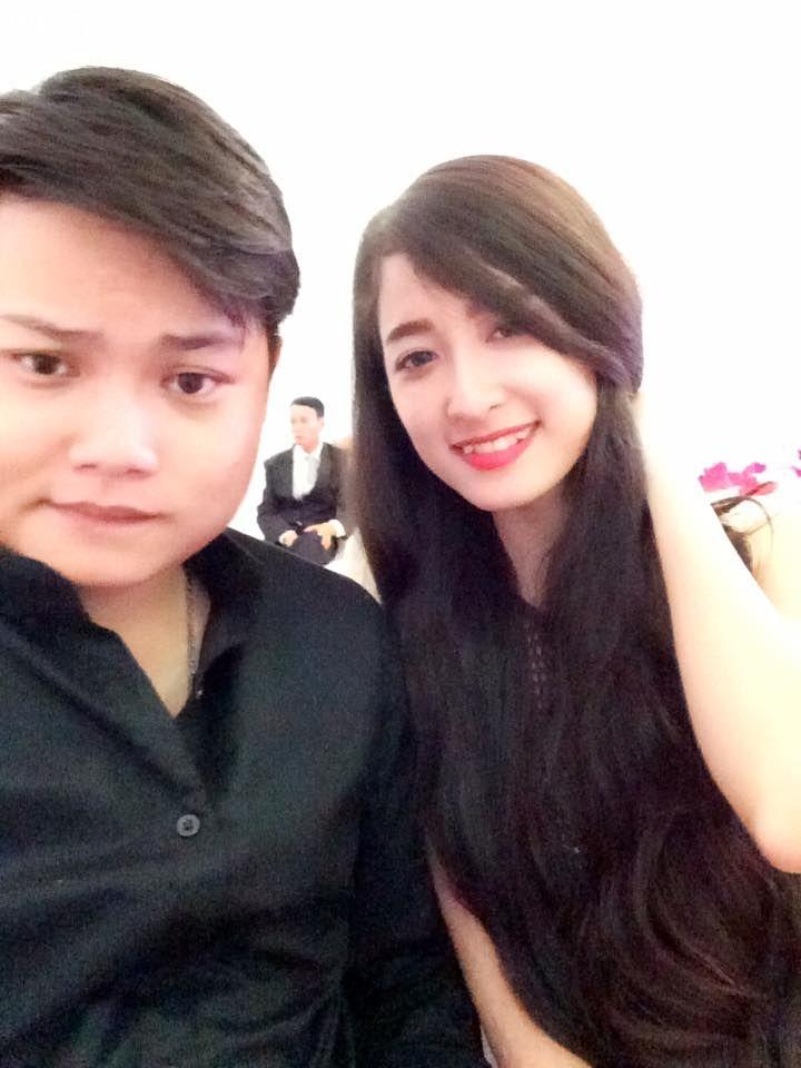 Designer Người Mua Vui và bạn gái hot girl (Ảnh Facebook)
