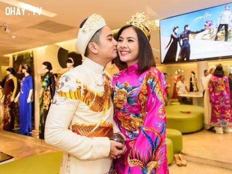 Vân Trang và ông xã nội bật trong bộ áo