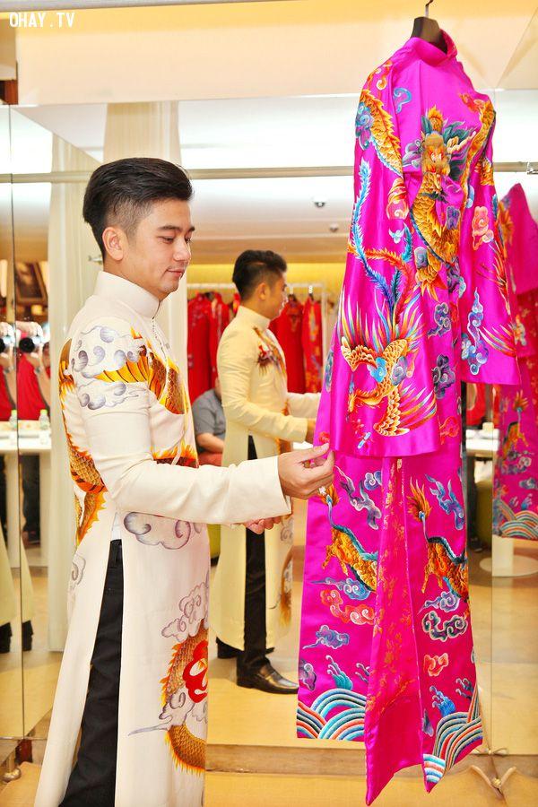 Chồng Vân Trang bảnh bao trong bộ trang phục cưới.