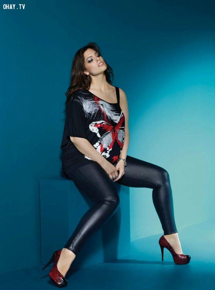 Ashley Graham với thân hình plus-sized gợi cảm và xinh đẹp.