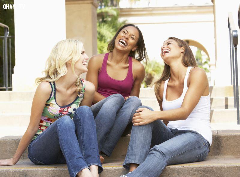 Mối quan hệ mới của bạn sẽ trở thành chủ đề xuyên suốt trong những lần họp mặt cùng mấy cô bạn thân.