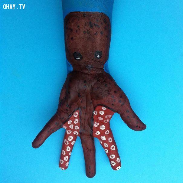 ảnh body paiting,vẽ trên cơ thể,vẽ trên bàn tay