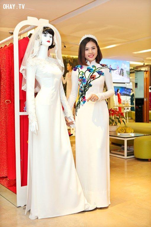 Và bộ váy cưới trên cũng là một trong những trang phục mà Vân Trang chuẩn bị để phục vụ cho ngyaf lễ trọng đại của cuộc đời mình