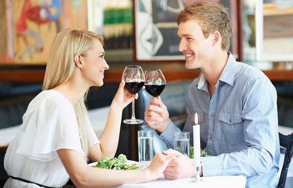 Họ có một sự am hiểu về những cách thức hẹn hò hiện đại và không nghĩ rằng điều đó là cần thiết.,con gái thông minh,tình yêu,tìm người yêu,người thông minh,gái ế
