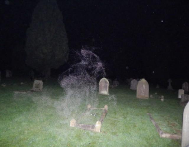 Một Bức Ảnh Kỳ Quái Chụp Được Trong Nghĩa Trang,Ma Quỷ,Hình Ảnh