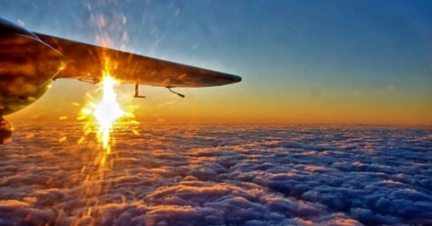 Đây là lí do đi máy bay bạn phải lựa chọn ngồi gần cửa sổ