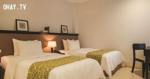Vì sao khách sạn luôn đặt 4 chiếc gối ở trên giường?