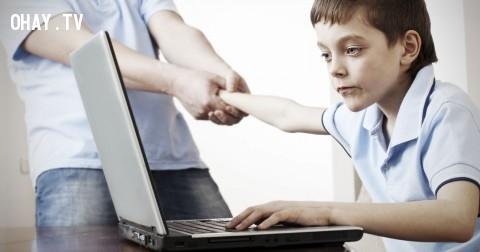 Hội chứng 'mặt máy tính' - Trở ngại tâm lý trong xã hội hiện đại