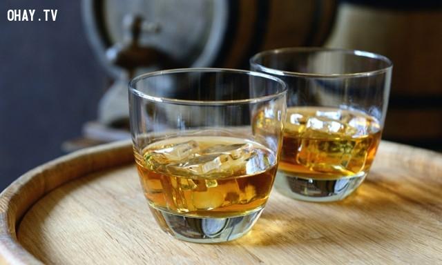 Nó là một phương thuốc chữa cảm lạnh và cúm hiệu quả .,lợi ích của uống rượu,rượu bia