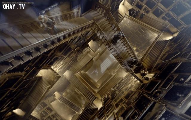 5. Chỉ có một cầu thang được xây dựng cho các bộ phim. Phần còn lại được nhân bằng kỹ thuật số.,sự thật thú vị,Harry Potter,phim