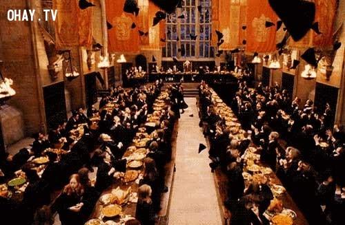 4.  Daniel Radcliffe, Rupert Grint và Emma Watson đã không nhìn thấy buổi Đại lễ cho đến khi họ quay cảnh chiếc nón phân loại vì vậy mà cảm xúc sốc và sợ hãi trên phim là hoàn toàn có thật.,sự thật thú vị,Harry Potter,phim