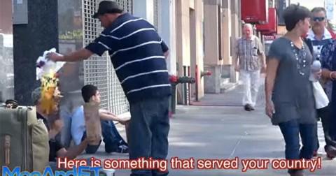 Ứng xử của người ăn xin khiến nhiều người xấu hổ