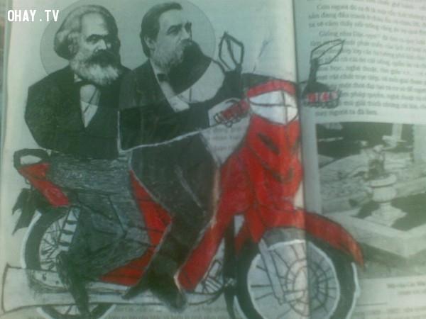 Mac và Ăng ghen đi xe máy không đội mũ bảo hiểm nhé!,ảnh chế,học sinh,sách giáo khoa,vẽ bậy