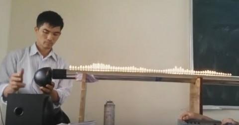 Thí nghiệm với ống Rubens của thầy giáo Vật Lý khiến học sinh phát cuồng