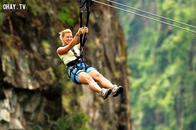 Zipline.,mạo hiểm,trò chơi,trò chơi mạo hiểm,lướt sóng