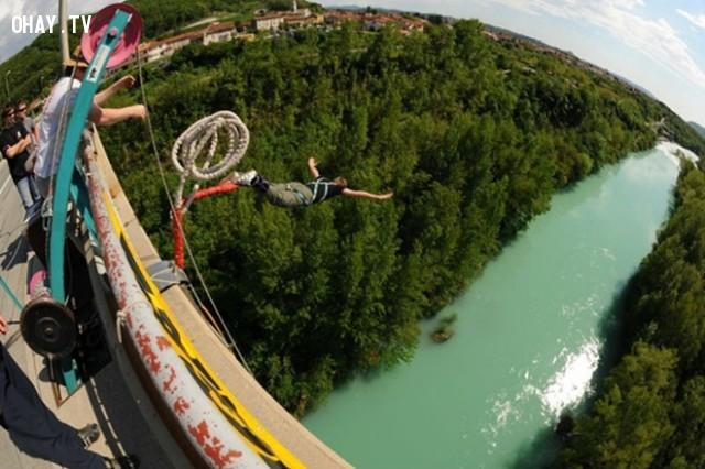 Nhảy bungee.,mạo hiểm,trò chơi,trò chơi mạo hiểm,lướt sóng