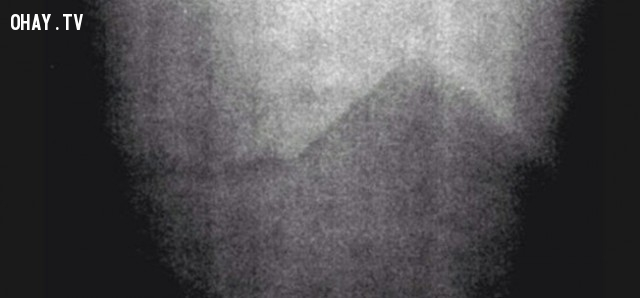 Kim tự tháp ngoài không gian ,