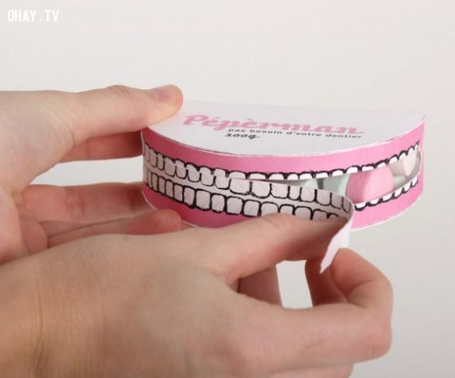 Một hộp kẹo bạc hà với chỗ mở hình hàm răng,sản phẩm sáng tạo,đóng gói sản phẩm,những điều thú vị trong cuộc sống,cách đóng gói sản phẩm