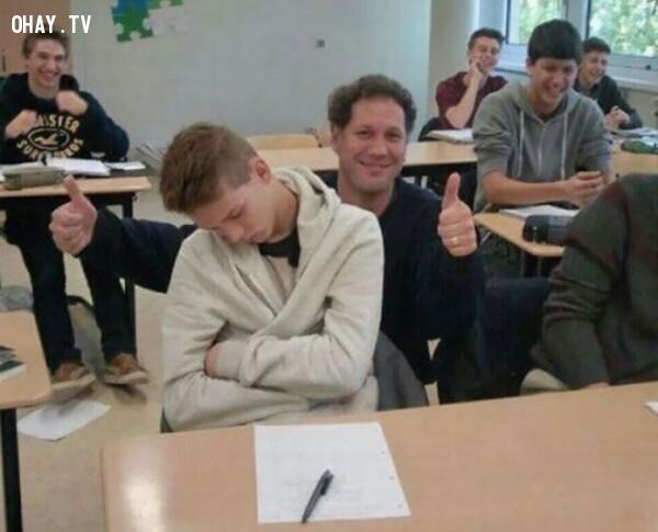 6. Thầy giáo vui tính tự sướng cùng học trò ngủ gật trong lớp!,giáo viên dễ thương,học đường,học tập
