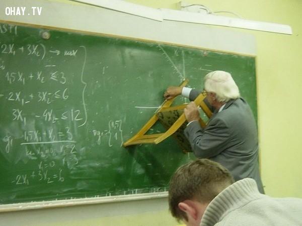 7. Một thầy giáo giỏi là có thể dùng bất kỳ thứ gì để vẽ!,giáo viên dễ thương,học đường,học tập