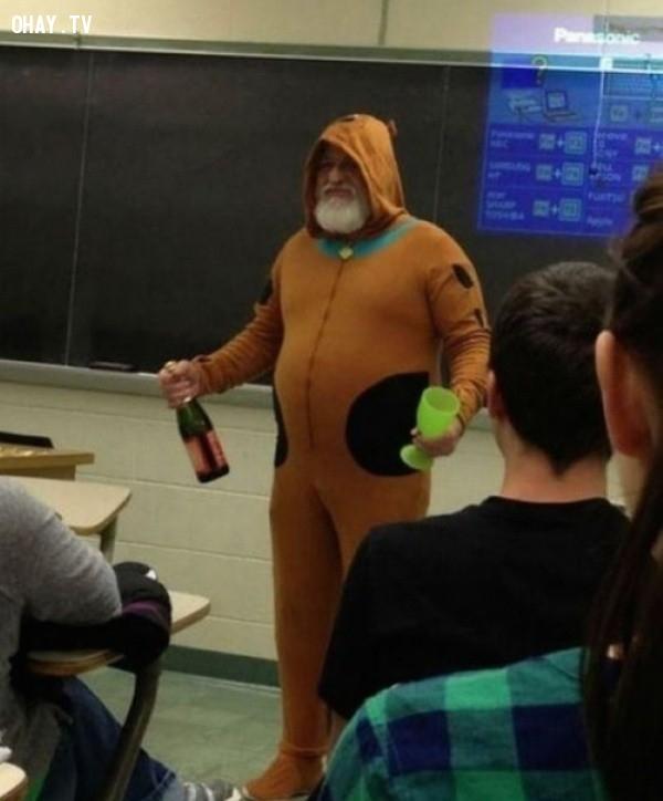 8. Thầy giáo cực kì dễ thương trong bộ đồ chú chó Scooby Doo,giáo viên dễ thương,học đường,học tập