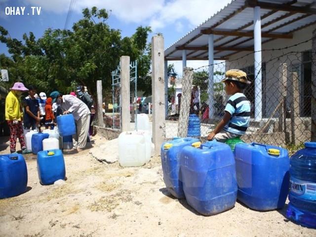 Chuẩn bị nhiều thùng chứa hơn để chứa nước ngọt bất kể khi nào có thể,hạn hán