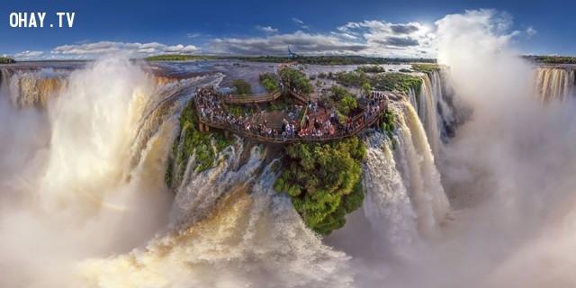 4. Thác nước Iguassu, nằm ở biên giới Argentina và Brazil,ảnh đẹp,ảnh nhìn từ trên cao,du lịch vòng quanh thế giới,toàn cảnh khắp nơi trên thế giới