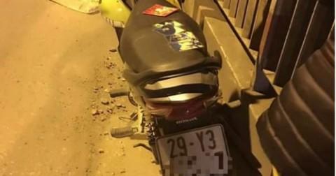 Nam thanh niên bỏ lại xe máy cùng ảnh bạn gái nhảy cầu Chương Dương tự tử